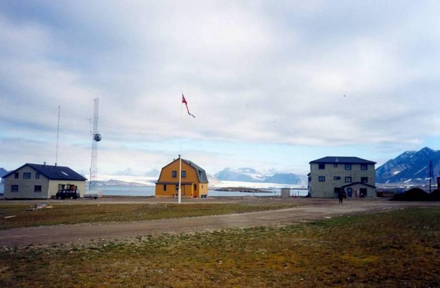 Le piccole case in legno di Ny Ålesund