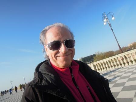 Gianni Nigro in una domenica di sole sulla Terrazza Mascagni